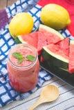 Wassermelone Smoothieerfrischung geschmackvoll vom Sommer, das Gesundheit benefi stockfoto