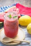 Wassermelone Smoothieerfrischung geschmackvoll vom Sommer, das Gesundheit benefi Stockbilder