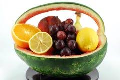 Wassermelonekorb lizenzfreies stockfoto