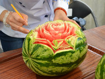 Wassermelonen-Schnitzen Lizenzfreie Stockfotografie