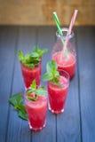 Wassermelonengetränk mit Minze Stockfoto