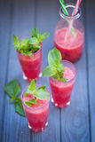 Wassermelonengetränk mit Minze Stockbild