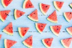 Wassermelonenmosaik-Wandhintergrund, Illustrationskunst-Entwurfshintergrund, abstrakter Hintergrund für Sommer lizenzfreies stockbild