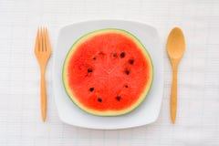 Wassermelonenscheibe auf einem Teller Lizenzfreie Stockbilder