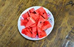 Wassermelonenscheiben in der Schüssel Stockfotografie