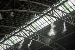 Wassernebelgerät-Nebeldüsen für Station im Zug abkühlen stockfoto