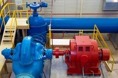 Wasserpumpenstation, industrieller Innenraum Lizenzfreie Stockbilder