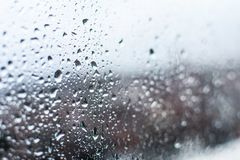 Wasserrückgänge, Regenrückgänge auf Glas und Bratenfett unten stockbilder