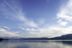 Wasserreflexion Himmel-Wolken der Meerblick-Schweiz Aargau stockfoto