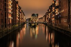 Wasserschloss Hamburg Hafencity arkivfoton