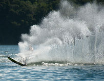 Wasserski-Slalom-Aktion Stockbilder
