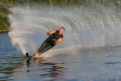 Wasserskifahren am Sommer Stockfotos