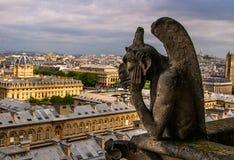 Wasserspeier auf dem Dach des Notre-Dame de Paris stockfotografie