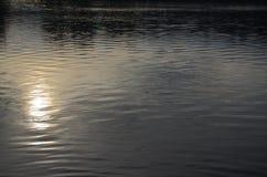 Wasserspiegel des Sees Süd-Böhmen Stockfoto