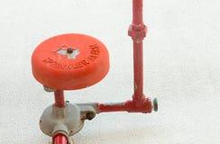 Wassersprenger- und -feuerbekämpfungssystem Stockbild