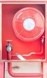 Wassersprenger- und -feuerbekämpfungssystem Stockbilder