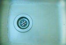 Wasserströme hinunter die Rohrwanne Lizenzfreie Stockfotografie