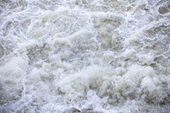 Wasserströme unter Druck an den hydroelektrischen Verdammungen Stockbild