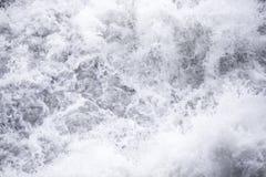 Wasserströme unter Druck an den hydroelektrischen Verdammungen Lizenzfreie Stockbilder