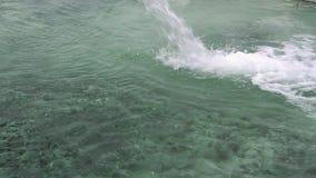 Wasserstrahl von der Schwefelwasserstoffquelle stock video footage