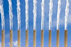 Wasserstrahlen eines modernen Brunnens - Frischekonzept (Ost-distri Lizenzfreies Stockbild