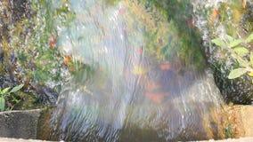 Wasserstrom von der Betonröhre stock video