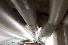 Wassersystem mit Rohren im Keller Στοκ φωτογραφίες με δικαίωμα ελεύθερης χρήσης