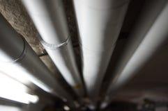 Wassersystem mit Rohren im Keller Στοκ Φωτογραφίες