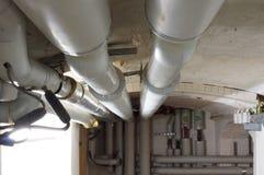 Wassersystem mit Rohren im Keller Στοκ εικόνα με δικαίωμα ελεύθερης χρήσης