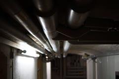 Wassersystem mit Rohren im Keller Στοκ Εικόνα