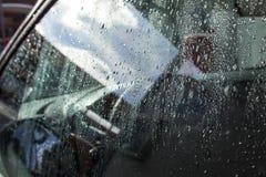 Wassertropfen auf Autofenster Lizenzfreie Stockfotografie