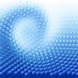 Wassertropfen auf blauem Hintergrund. Stockbild