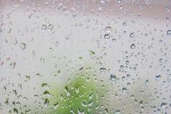 Wassertropfen auf dem Glas Stockbild