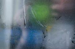 Wassertropfen auf dem nebeligen Fenster lizenzfreies stockbild
