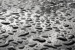 Wassertropfen auf der Oberfläche Abstraktes Foto als Hintergrund Stockfoto