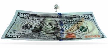 Wassertropfen auf Dollar Stockbild