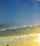 Wassertropfen auf Glas stockbild