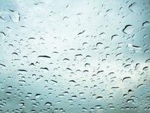 Wassertropfen auf Glasspiegel Lizenzfreie Stockfotos