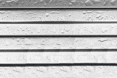 Wassertropfen auf Metall Lizenzfreie Stockfotos