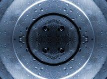 Wassertropfen auf Stahlplatte Stockfotos