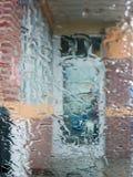 Wassertropfen auf transparentem Glas Stockbilder