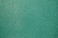 Wassertropfen und Fleck auf Fliesenbadezimmerwand Stockbilder