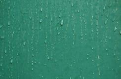 Wassertropfen und Fleck auf grüner Fliesenbadezimmerwand Lizenzfreie Stockbilder