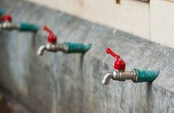 Wassertropfen vom Hahn Lizenzfreie Stockfotografie