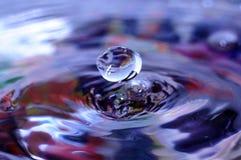 Wassertropfenlevitation Lizenzfreies Stockbild
