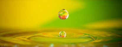 Wassertropfenspritzen Lizenzfreies Stockfoto