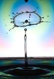 Wassertropfenzusammenstoß Stockfoto