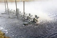 Wasserturbinenmaschine im Abwasser Stockfotografie