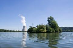 Wasserturm eines Atomkraftwerks Lizenzfreie Stockbilder