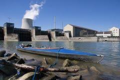 Wasserturm eines Atomkraftwerks Stockfotos